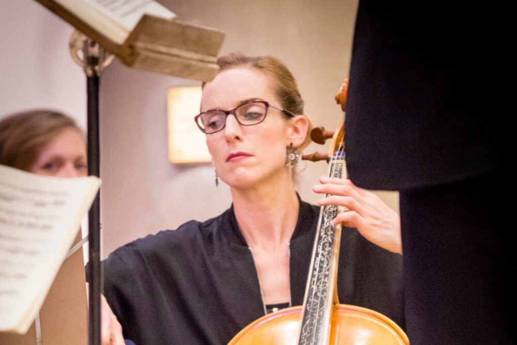 Claire Babington playing Baroque cello in Bach's B Minor Mass